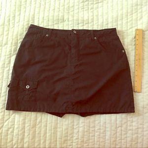 Gloria Vanderbilt black cotton skort. Size 12